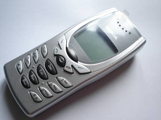 Cellphone Nokia 8250 2001 Machines Review